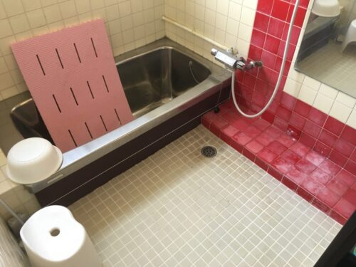 冬に向け、暖かく入浴するために!浴室リフォーム始まりました